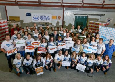 Empleados y socios de Iberaval entregan 4.500 de kilos de comida y 1.500 euros al Banco de Alimentos