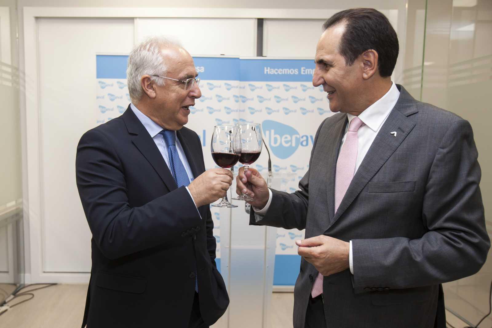 Los presidentes de La Rioja y de Iberaval brindan por la apertura de la nueva oficina de Iberaval