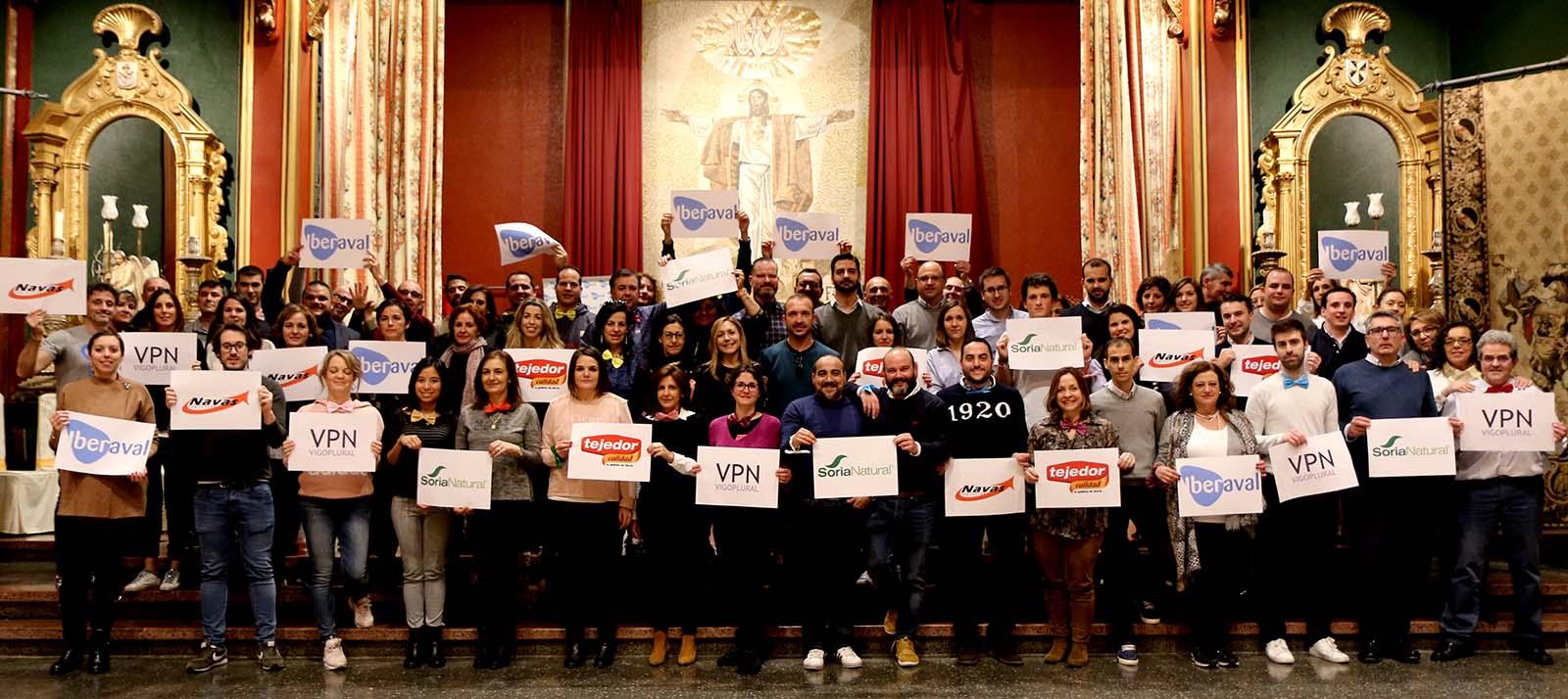 Los trabajadores de Iberaval portan los logos de las empresas colaboradoras