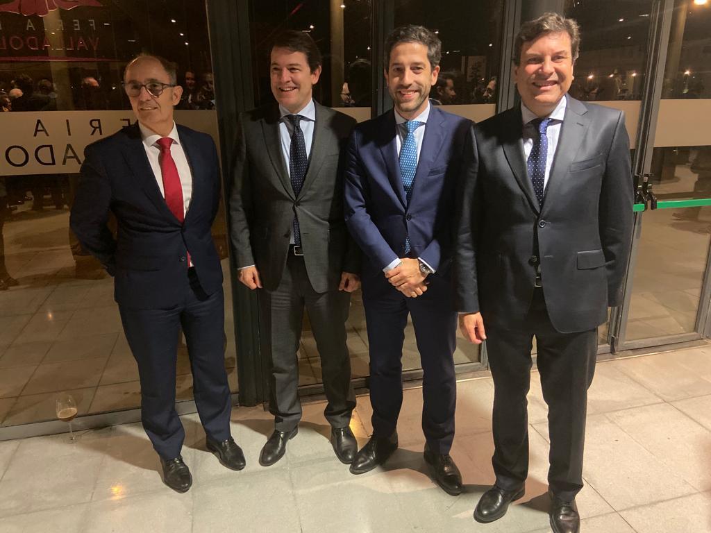 César Pontvianne y Pedro Pisonero junto a Alfonso Fernández Mañueco y Carlos Fernández Carriedo