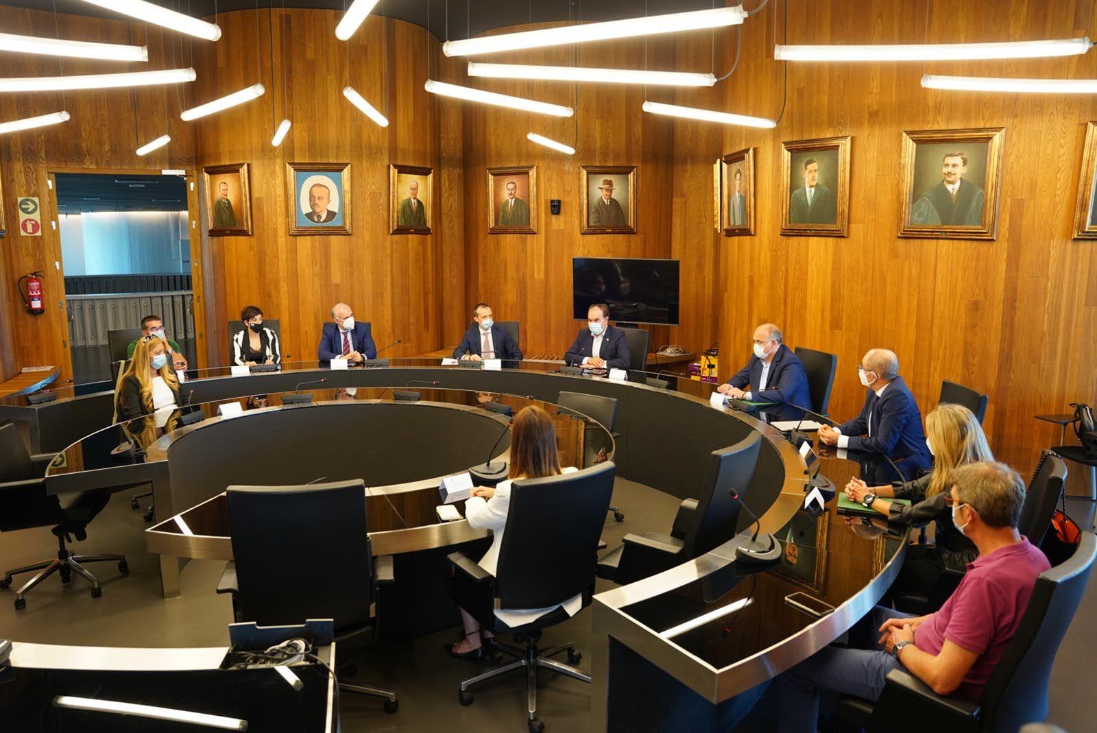 Pisonero firma el convenio con el Ayuntamiento de Lalín